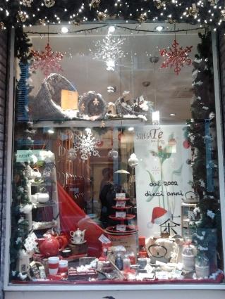 La vetrina natalizia di StregaTe Tea Shop, Bologna
