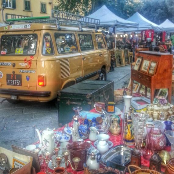 Al Mercatino dell'antiquariato di Santo Spirito tutto è vintage, compreso il furgoncino dei venditori.. ;-)