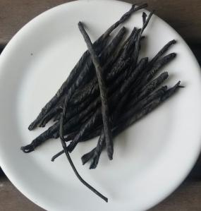 Té verde cinese a foglia lunga arrotolata. Amaro come il veleno