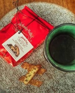 cantuccini al cioccolato Mattei e il mio té al cioccolato: la colazione dei campioni