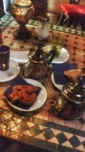 prendere il té in una teteria è una delle cose da fare a Granada