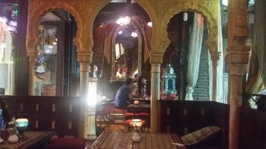 L'interno da mille e una notte della teteria Kasbah, Granada