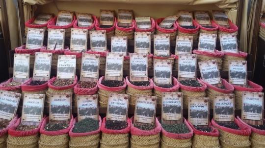 Té in vendita fuori dalla cattedrale di Granada