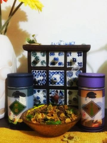 Il mio té dal Giappone: le due scatole sono talmente belle che meritano di essere esposte :)